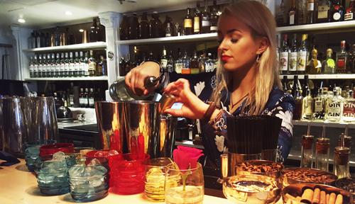 Ravintola Pastorissa valmistuu Marimekon nimikkodrinkki, joka tarjoillaan luonnollisesti Marimekon Sukat makkaralla -juomalaseista.