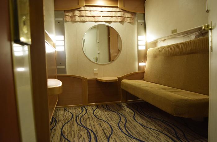 Hytteihin on saatu modernia ilmettä ja tilan tuntua aiempaa vaaleammilla lattiamatoilla. Sängyissä kaikki patjat, tyynyt ja peitot on myös vaihdettu uusiin.