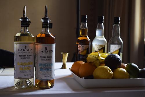 Larsenilta ensiesittelyssä olivat juomasekoituksiin kehitetyt konjakit Summer Blend ja Winter Blend.